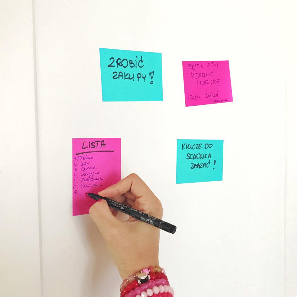 Elektrostatyczne Karteczki Pełne Czasu to świetnie narzędzie do codziennego planowania - turkusowe