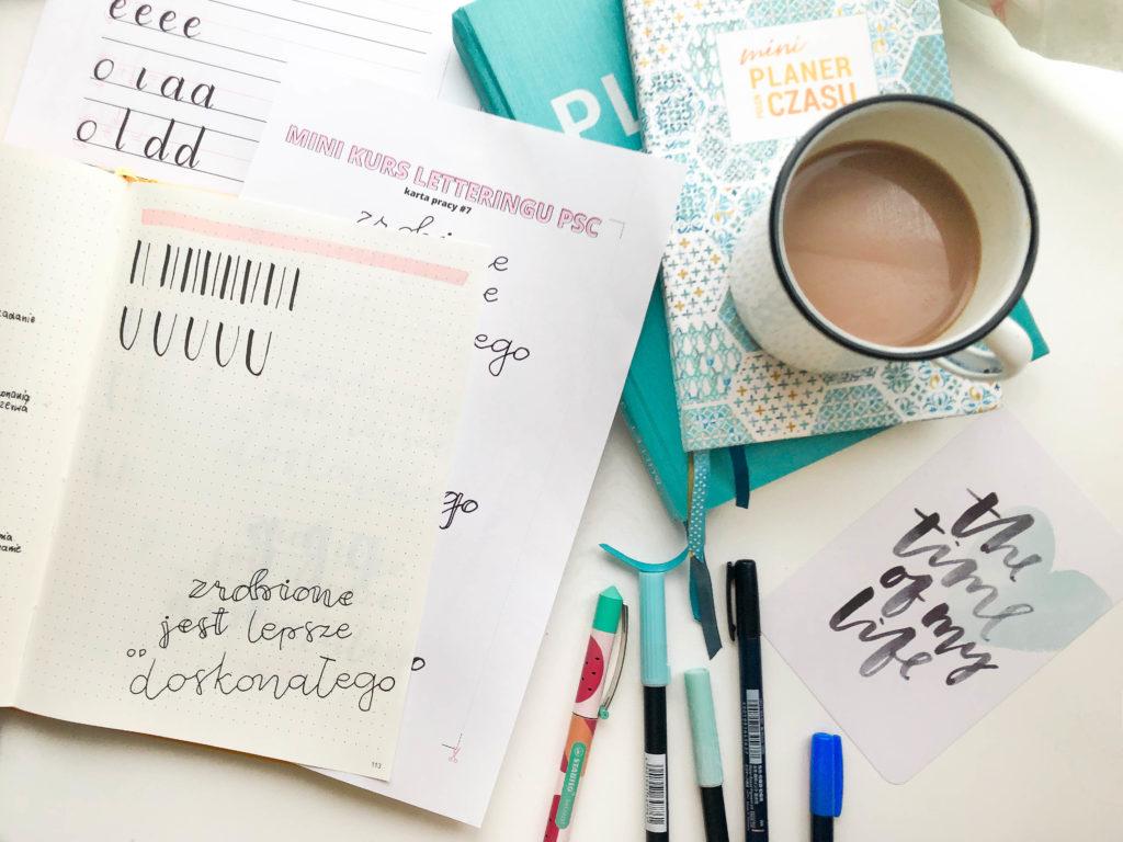 Litery i faux lettering w bullet journalingu - minikurs letteringu