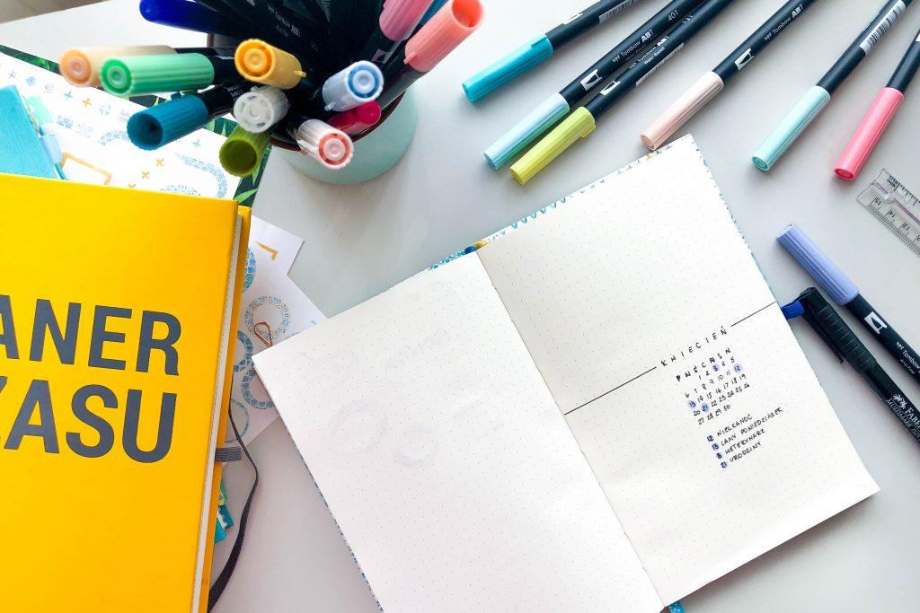 Żółty planer pełen czasu, Mini Planer i kolorowe brush peny.