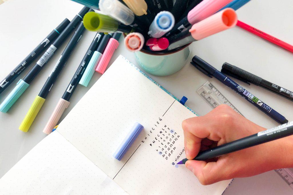 Jak zaprojektować stronę tytułową w bullet journalu