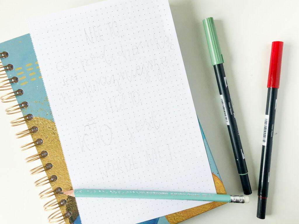 Notes kreatywny chill. Brushpen tombow dual. Ołówek.