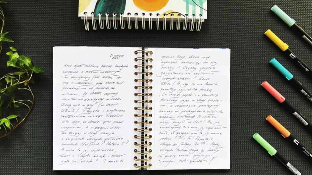 Pamiętnik w notatniku na spirali.