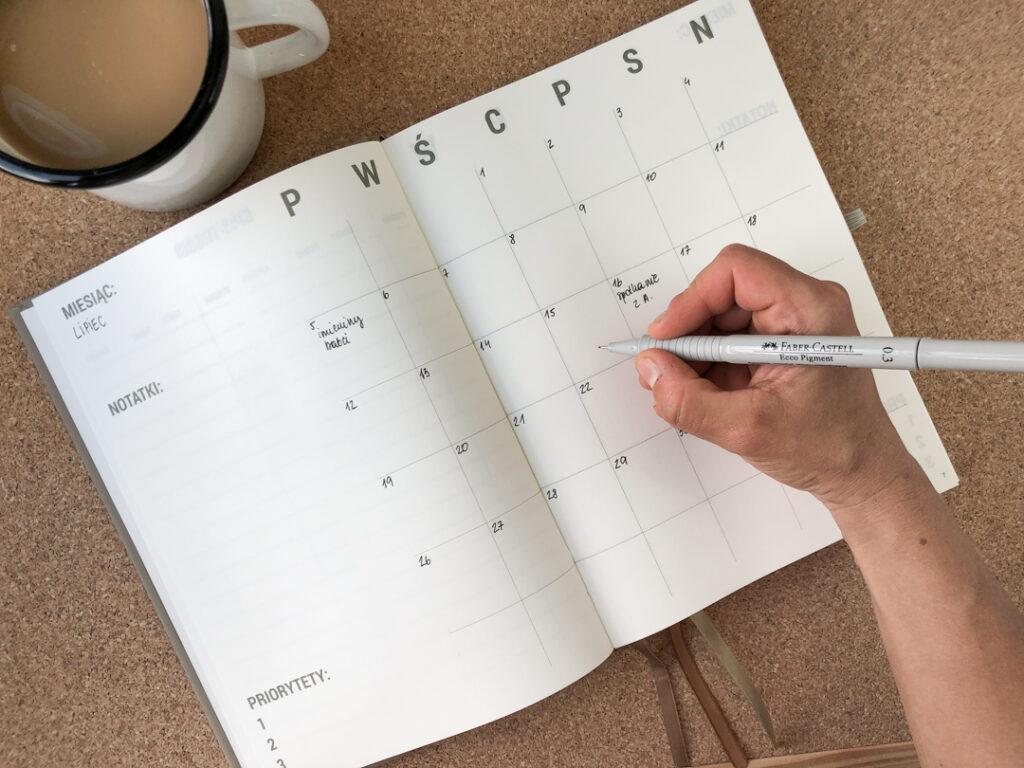 Kalendarz i cienkopis Faber Castell.